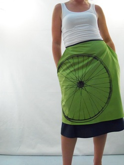 Bicycle on Green Half Apron